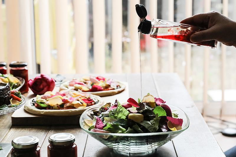 毎日のサラダに薔薇をプラスできたら素敵じゃありませんか?